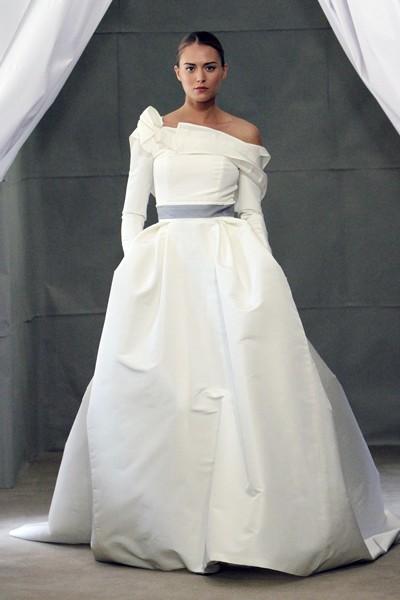 Главные тренды — кружева, рукава, пояса Carolina Herrera